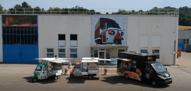 Food Truck di StreetFoody nel piazzale